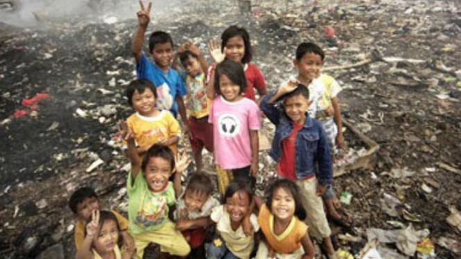 Anak-anak miskin di Indonesia.