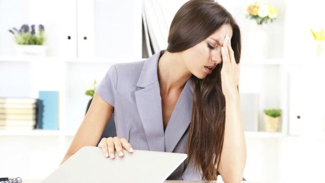 Ilustrasi wanita sakit kepala atau stres