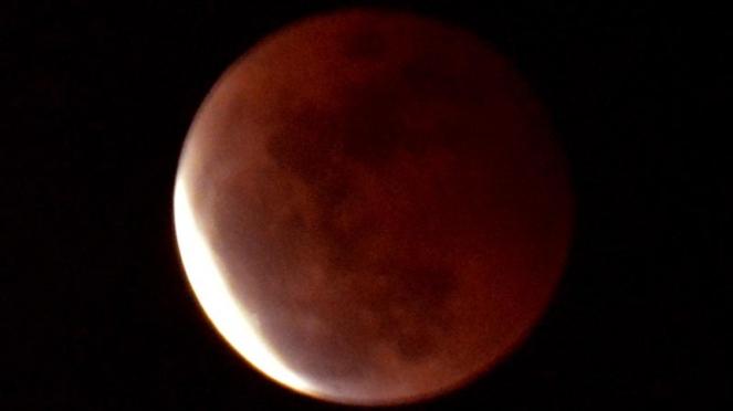 gerhana bulan merah di surabaya