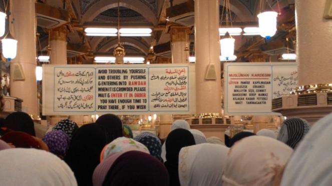 Antrean Menuju Raudhah di Masjid Nabawi