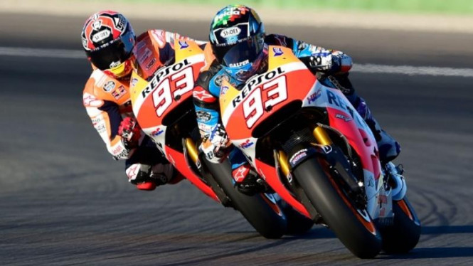Marc dan Alex Marquez menjajal motor MotoGP pada sesi tes di Valencia