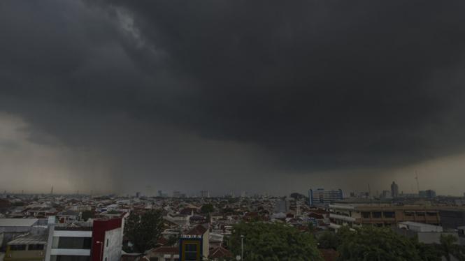 Ilustrasi/Langit mendung di atas Kota Jakarta.