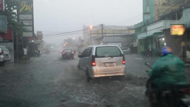Ilustrasi banjir dan hujan deras