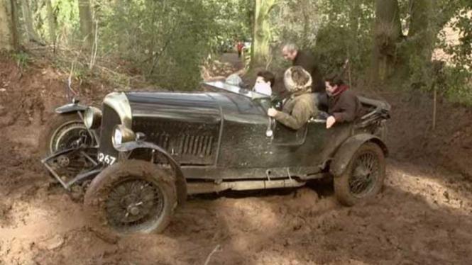 Video Ternyata Ada Balapan Off Road Khusus Mobil Antik