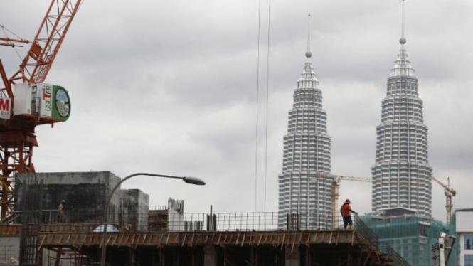 Ilustrasi pekerja konstruksi Indonesia di Malaysia