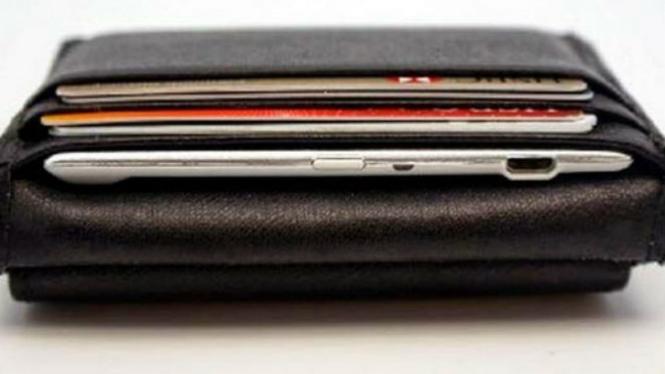 Slimger di dalam dompet.