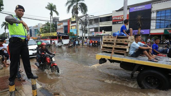 Ilustrasi/Ruas jalan tergenang banjir