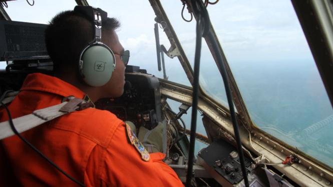Tumpahan Minyak Ditemukan Saat Pencarian Pesawat AirAsia