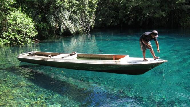 Danau Labuan Cermin, Kalimantan Timur.