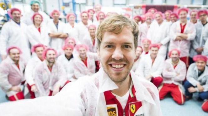 Pembalap Ferrari, Sebastian Vettel saat berkunjung ke Maranello