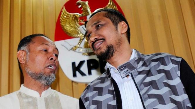 Mantan Ketua KPK Abraham Samad (kanan) bersama mantan Wakil Ketua Bambang Widjojanto