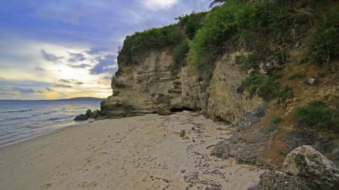 Pantai Dato Majene, Sulawesi Barat