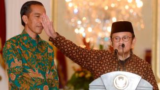 Presiden Joko Widodo dan mantan Presiden BJ Habibie