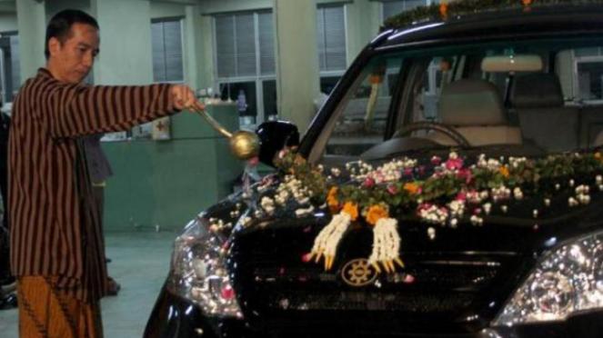 Jokowi dan mobil Esemka saat menjabat Wali Kota Solo