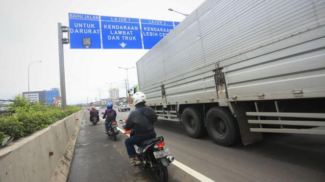 Hindari Banjir Motor Dialihkan Lewat Jalur Tol