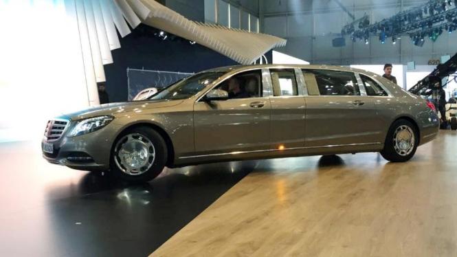 Mercedes Maybach S600 Pullman.