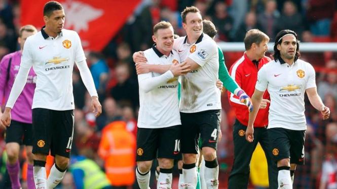Para pemain Manchester United merayakan kemenangan atas Liverpool