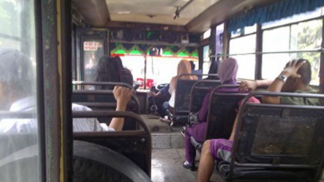 Angkutan kota Jakarta.