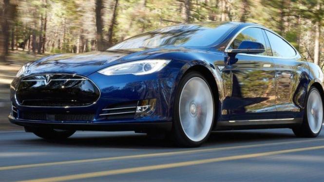 Mobil listrik Tesla.