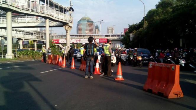 Penutupan arus lalu lintas di Jalan Gatot Subroto