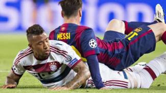Pemain Barcelona, Lionel Messi (atas), dan bek Bayern, Jerome Boateng (bawah).