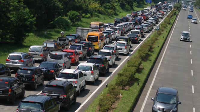 Ilustrasi-Kepadatan kendaraan di Tol Pasteur Bandung Jawa Barat