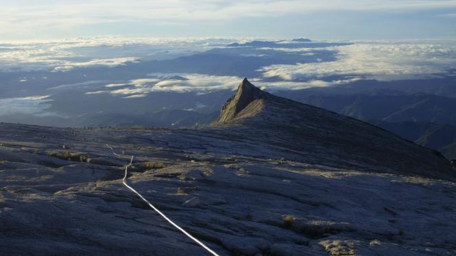 Malaysia Tangkap Turis Yang Bugil Di Gunung Kinabalu