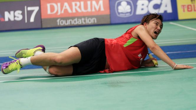 Pebulutangkis Jepang  Kento Momota ke Semifinal