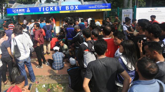 Antrian Penonton untuk Tiket Final Indonesia Open