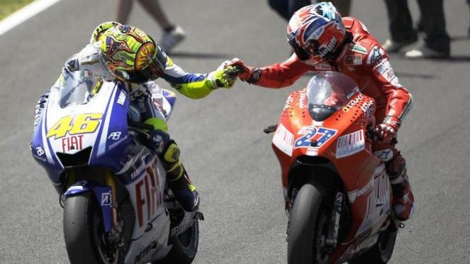Valentino Rossi dan Casey Stoner saat bertarung di ajang MotoGP