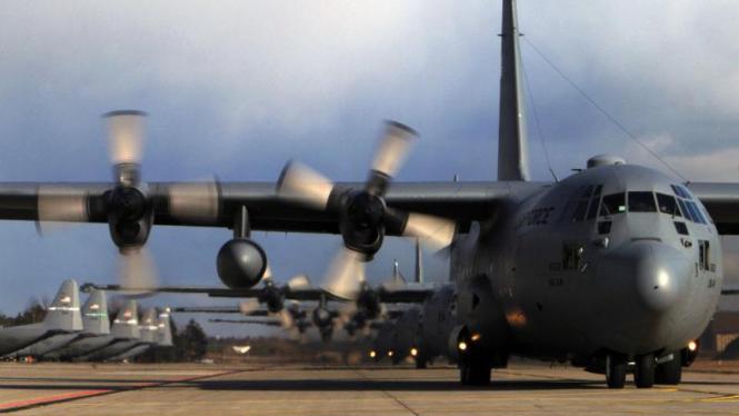 Barisan pesawat C-130 Hercules.