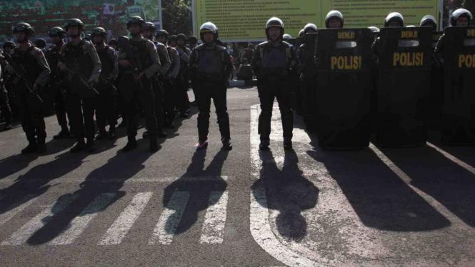 Ilustrasi polisi amankan jalannya aksi.