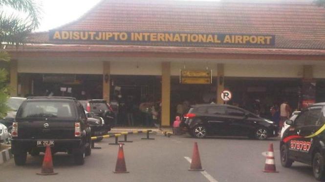 Bandara Internasional Adisutjipto, Yogyakarta