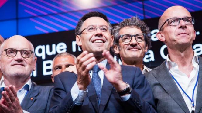 Presiden Barcelona, Josep Maria Bartomeu (tengah).