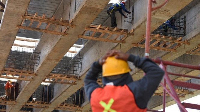 Ilustrasi buruh pekerja bangunan konstruksi jalan tol