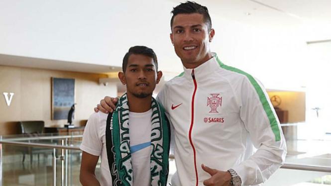 Martunis (kiri) dan Cristiano Ronaldo