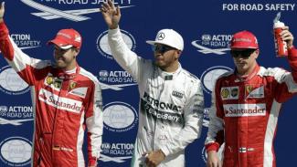 Sebastian Vettel (kiri), Lewis Hamilton (tengah), dan Kimi Raikkonen (kanan)