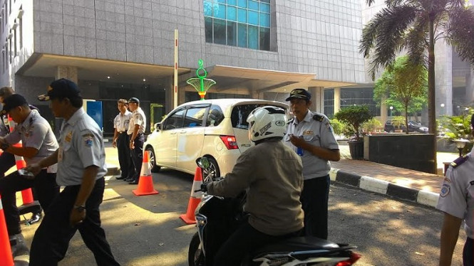 Suasana di depan Gedung DPRD DKI Jakarta.