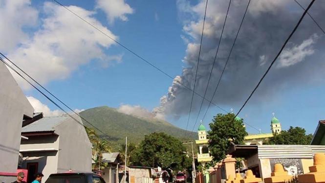 Ilustrasi/Aktivitas erupsi Gunung Gamalama di Kota Ternate Maluku Utara