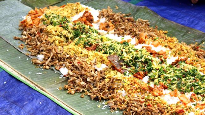 Tradisi Makan Megibung di Bali