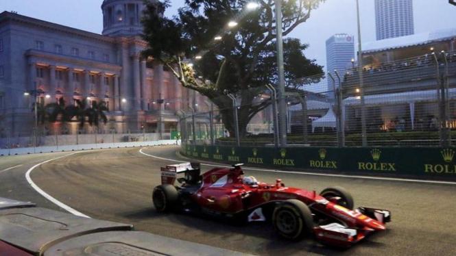 Pembalap Ferrari, Sebastian Vettel, di GP Singapura