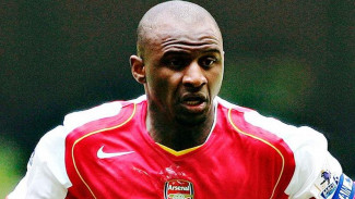 Patrick Vieira saat masih membela Arsenal