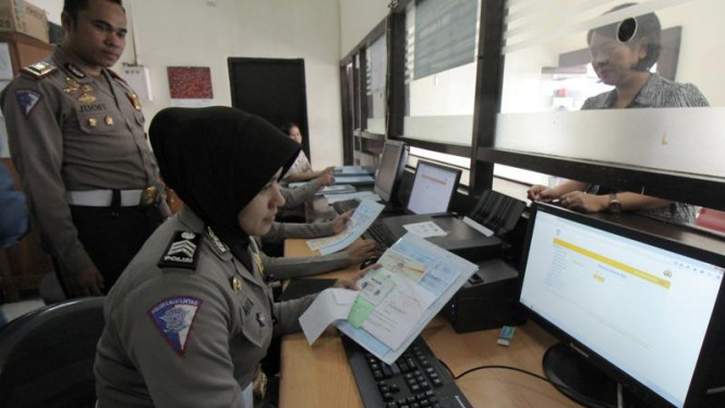 Polisi melayani jasa SIM online