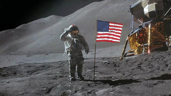 Astronot AS David Scott saat mendarat di Bulan