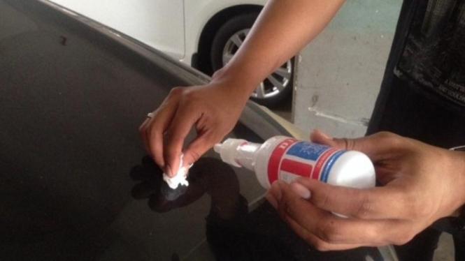 Cuka buat kebersihan mobil.