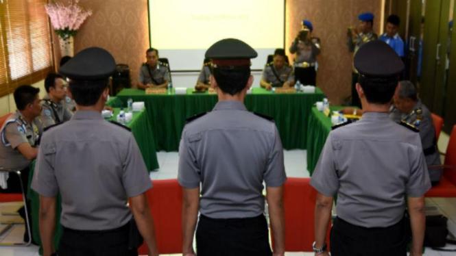 Ilustrasi polisi disidang etik.