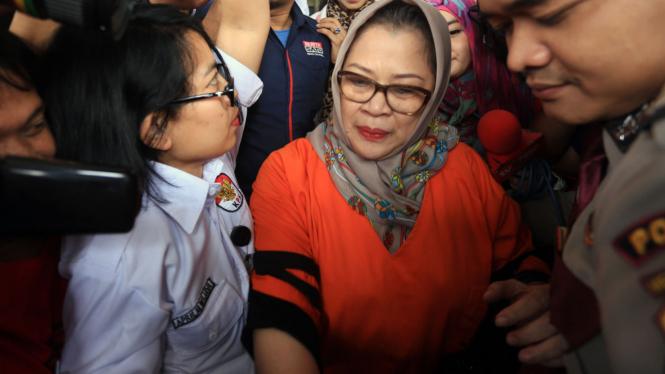 Dewie Yasin Limpo Usai Menjalani Pemeriksaan