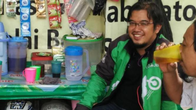 Dika, mantan manager rumah makan yang jadi driver Gojek