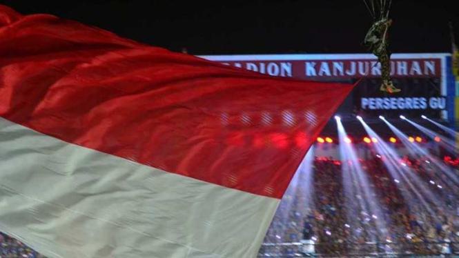 Penerjun payung di pembukaan Piala Jenderal Sudirman