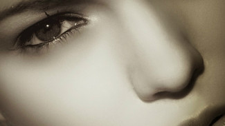 Perawatan wajah wanita.